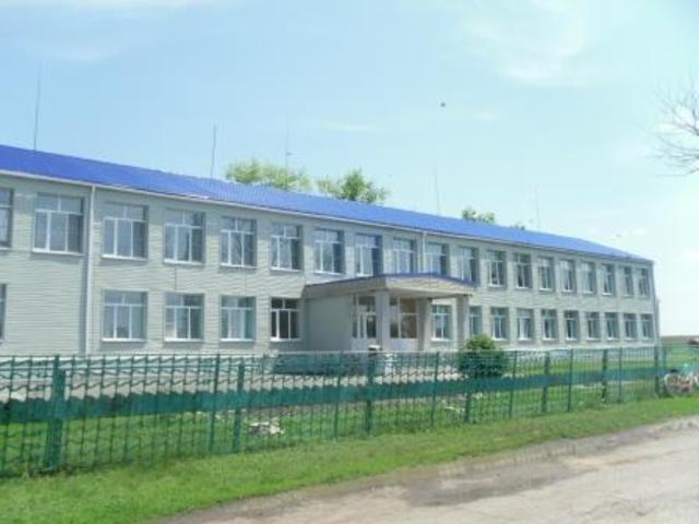 Новороссошанская восьмилетняя школа стала основной. Проведён капитальный ремонт здания.