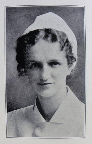 Peplau publica la relacion entre paciente y enfermera como tratamiento.