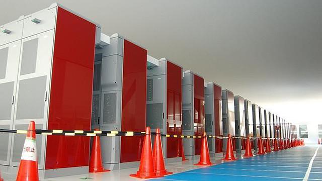 2002 Japón presenta la computadora más rápida del mundo
