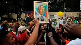 Biography of Nelson Mandela; (1918 - 2013) timeline