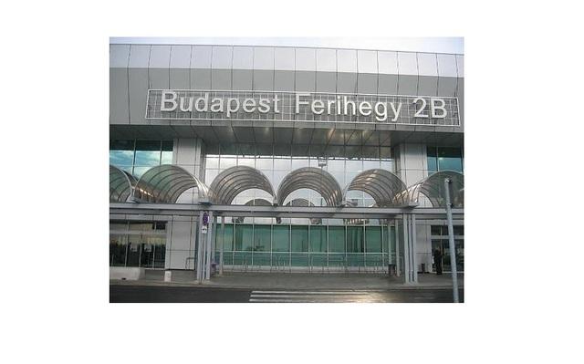 Megjelenés a budapeseti reptéren