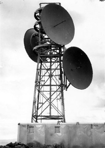 Globe	wireless	established		the	first	 ground-to-air	radio	telephone	communications	 for	airlines.