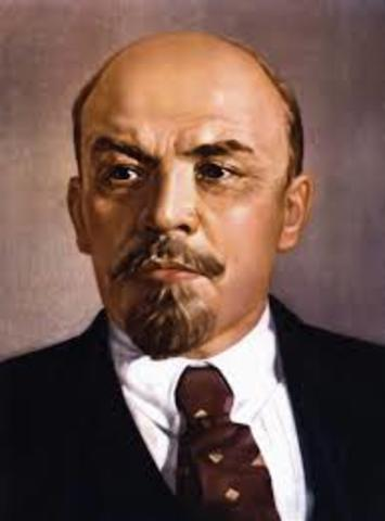 Lenin becomes head of state 1905