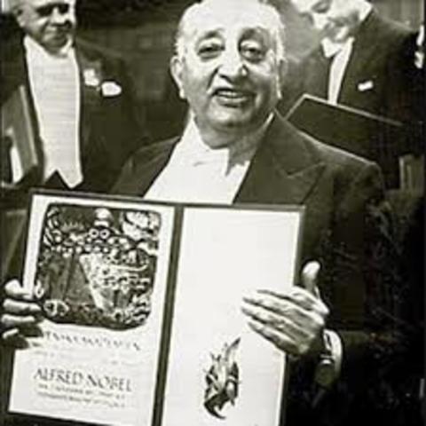Recibió Premio Nobel De Literatura