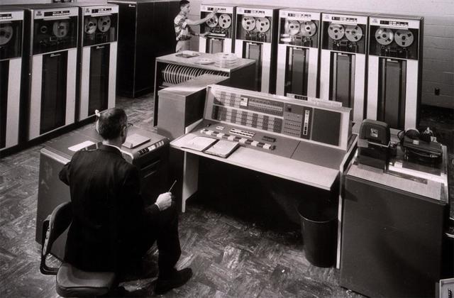 segunda generacion transistores y sistemas de procesamiento por lotes
