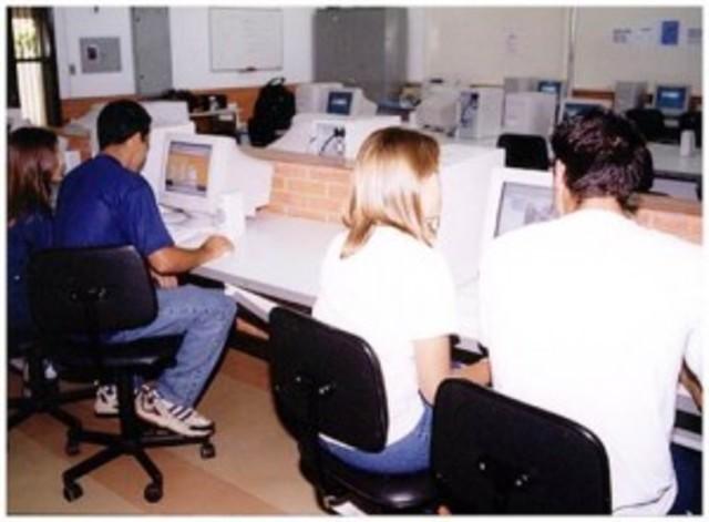 Grandes investimentos foram feitos na renovação dos computadores dos laboratórios