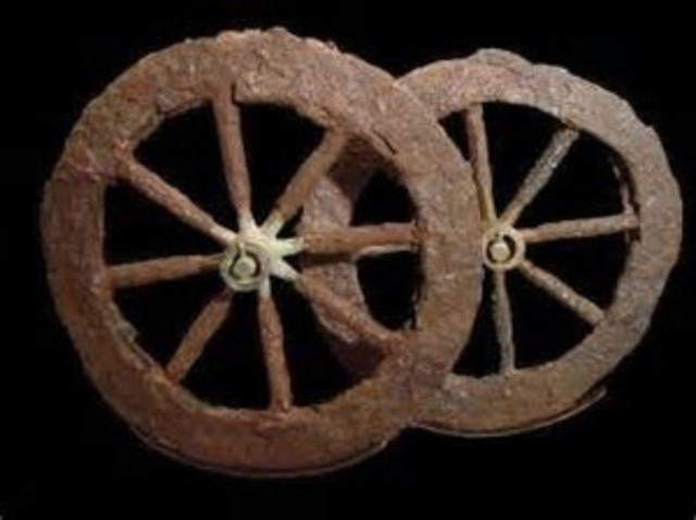 Sumerians invent the wheel