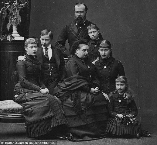 Victoria mourns over her husbands death