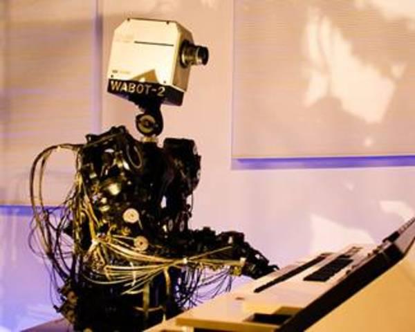 Возродился интерес к роботам-андроидам.