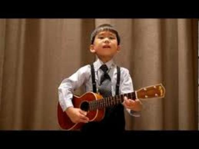Espi starts to sing and play guitar (ukelele)
