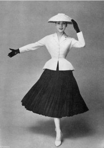 Dior presenta unes línies que s'inspiraven en algunes lletres de l'abecedari.