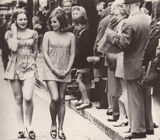Aparició de la minifaldilla i us de la roba extravagant.
