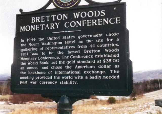 Nace el sistema financiero conocido como Bretton Woods y Se creó el Fondo Monetario Internacional