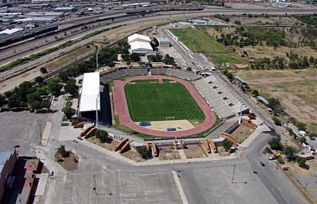 Se inaugura el estadio Benito Juárez