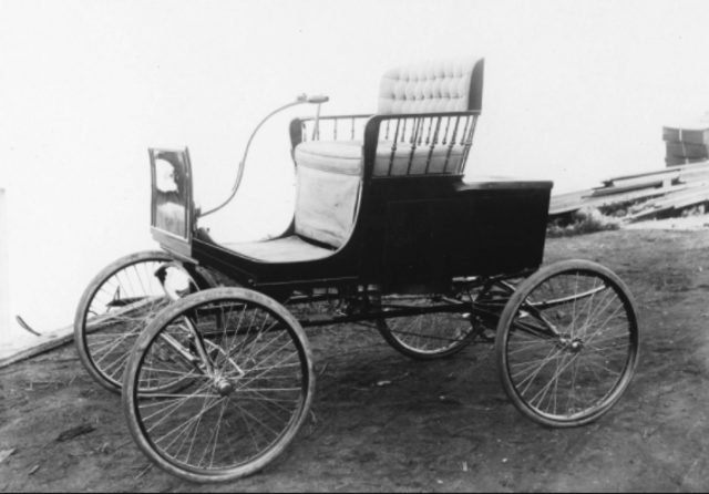Commercially Successful Horseless Carriage