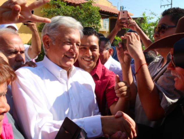 Andrés M. López Obrador se registra como precandidato presidencial de Morena