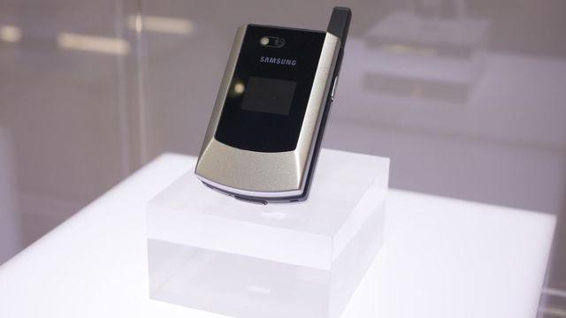El primer celualr con GSM y CDMA