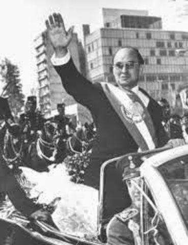Luis Echeverría sube a la presidencia