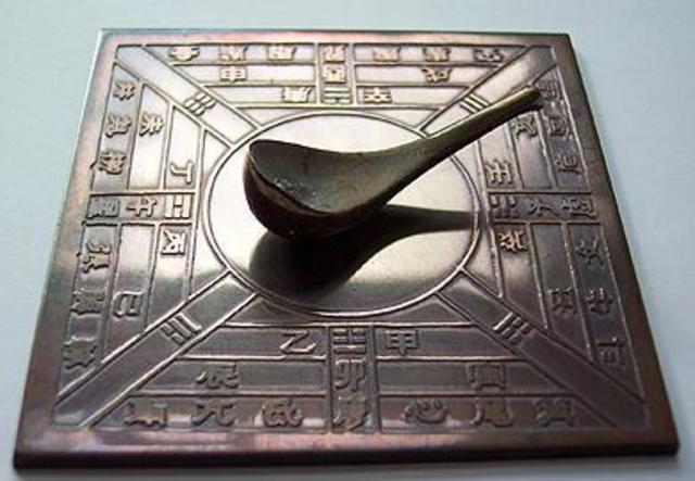 Los chinos inventan la brújula.