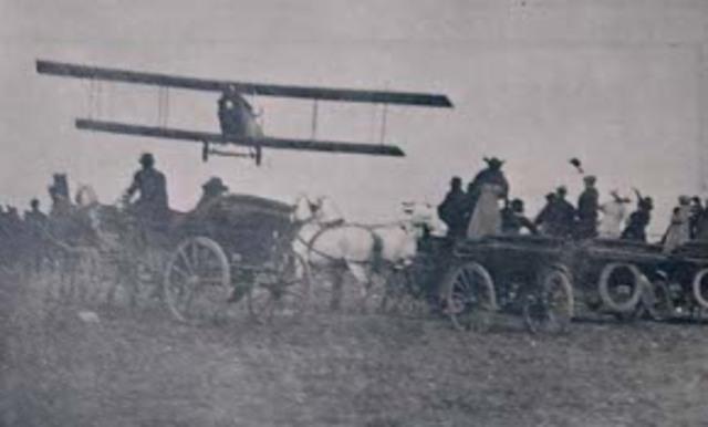 Primer vuelo documentado.