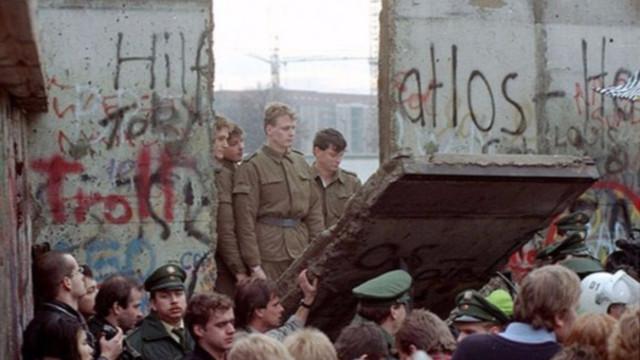 NOV 9, 1989 Ámbito Geográfico. Caída del muro de Berlín