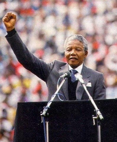 MAY 9 1994 Nelson Mandela se convirtió en presidente en Sudáfrica Ámbito Político.