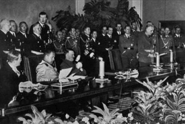 Pridruzivanje Trojnom paktu krajem 1940. i pocetkom 1941. godine.