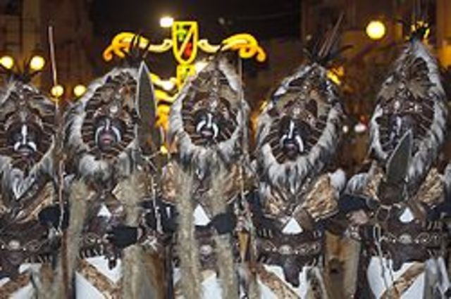 moros y cristianos and what they wear