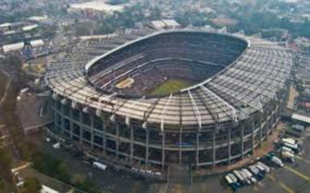 Se inaugura el Estadio Azteca