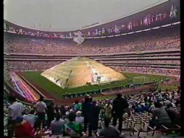 El presidente Miguel de la Madrid inaugura la Copa Mundial de Futbol en el Estadio Azteca
