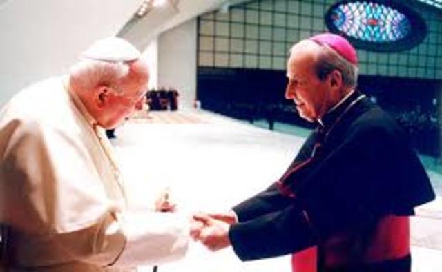 El papa Juan Pablo II nombra a Mons. Norberto Rivera Carrera como 35° Arzobispo primado de México