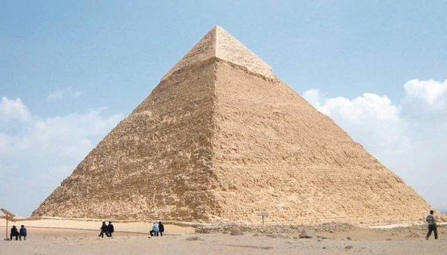 Construcción de la gran pirámide en Egipto