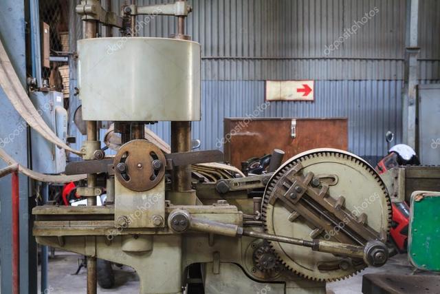Primera acepilladora para metales