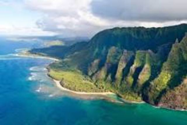 Polynesians settle the Marques and Hawaiian islands