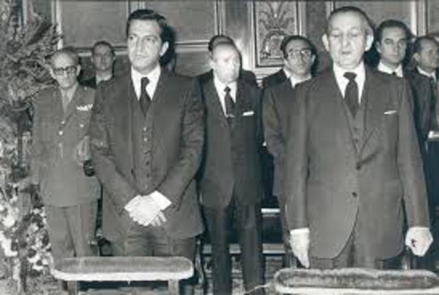 Suárez sustituye a Arias Navarro