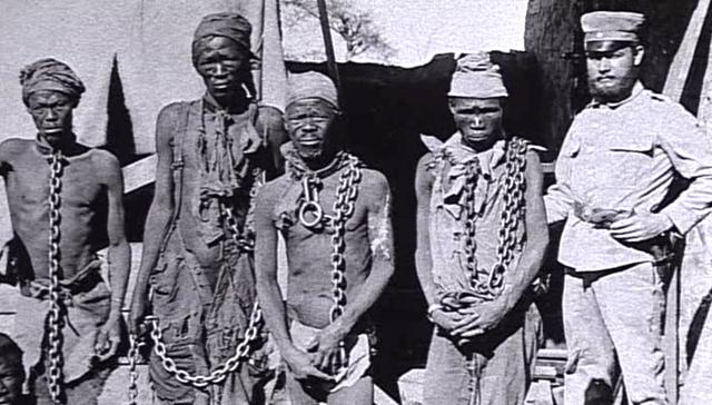 En Namibie, les Hereros sont exterminés sur ordre de l'armée allemande.