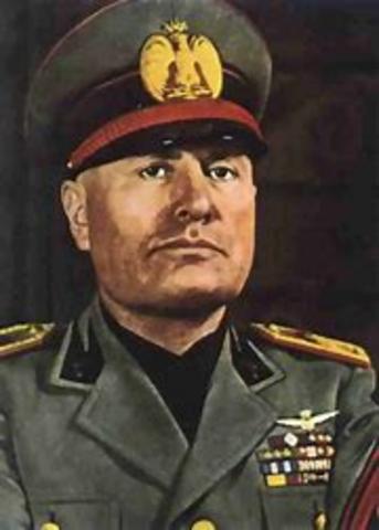 Mussolini marcha sobre Roma, con lo que cobra auge el fascisimo italiano