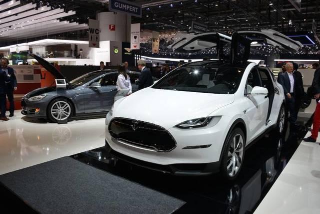 Lanzamiento del Tesla Model X, basado en el modelo S