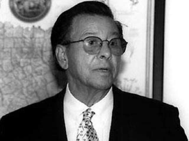 Mario G. Obledo funda MALDEF