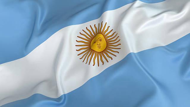 Manda a enarbolar la bandera Argentina