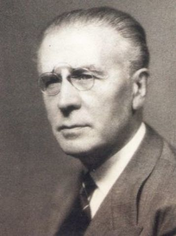 Dr. PEDRO ESCUDERO (ARGENTINA)