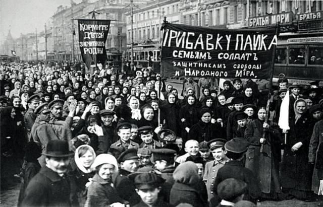 El zar abdica después de que las movilizaciones sociales, resultaran imparables.