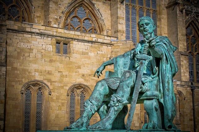 313 d.C. Edicto de Milán por el que se reconoce la libertad religiosa dentro de los limes del Imperio Romano.-