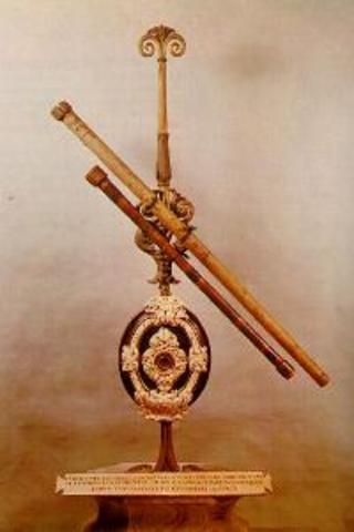 Galileo construye el primer telescopio óptico