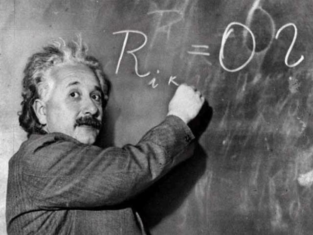 Einstein publica la teoría de la Relatividad