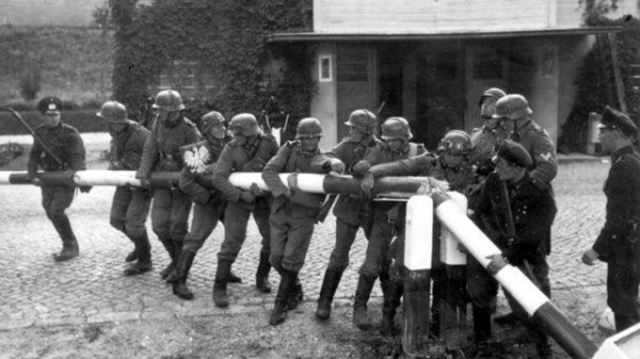 Antecedentes Y El Desarrollo De La Segunda Guerra Mundial La Guerra Fría Y La Caída Del Muro De Berlín Timeline Timetoast Timelines