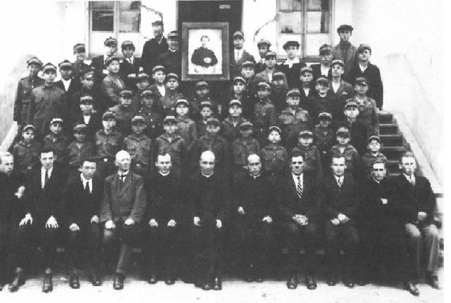 1 апреля 1922 года во Дворце открывается Салезианская школа по воспитанию и обучению двум профессиям: столярной и обувной (в 1928 году обувные классы расформированы)