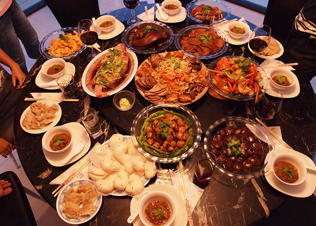 Orden al comer, mesa hispano-arabe