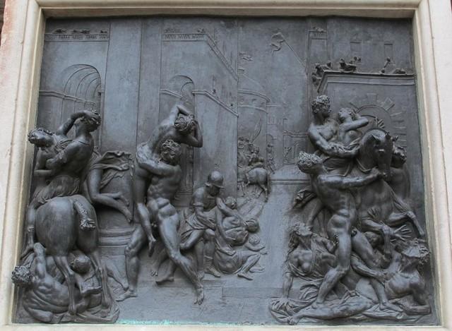 Giambologna,Ratto della sabina,Rilievo,Loggia dei Lanzi,1574-80.jpg