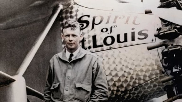Charles Lindberg makes the first non-stop Trans-Atlantic flight